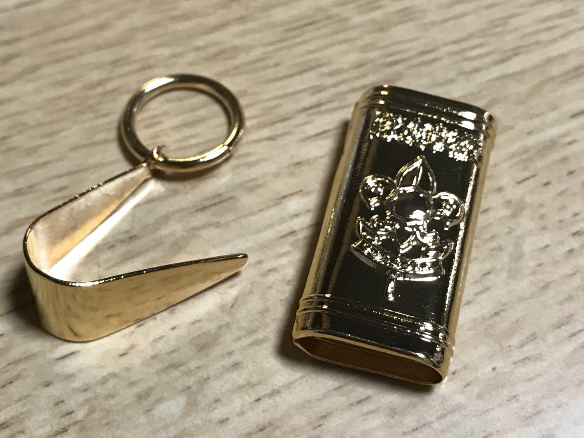 隊褒彰綬環と金具